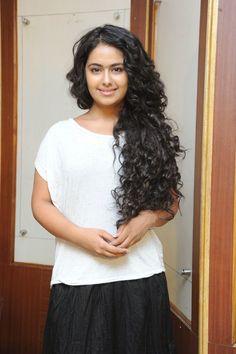 Hot Actress: Avika Gor Cute Pictures