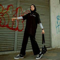 Street Hijab Fashion, Kpop Fashion Outfits, Muslim Fashion, Korean Fashion, Hijab Fashionista, Hijab Fashion Inspiration, Ootd Hijab, Cute Casual Outfits, Streetwear Fashion