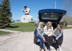 Girls in the back of the 2017 Ford Escape in Manitoba