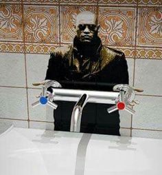 Morpheo in bathroom