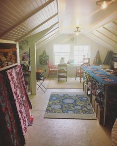 Omgah I can see the floors 😍 ready for you to bring it and Quilting Room, Floors, Quilts, Home Decor, Home Tiles, Flats, Decoration Home, Room Decor, Quilt Sets