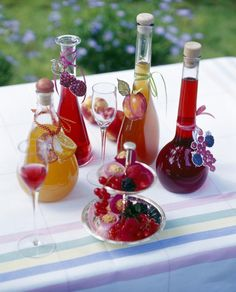 Various homemade fruit liqueur bottles with fruits on table , Fruit Drinks, Wine Drinks, Cocktail Drinks, Coffee Drinks, Alcoholic Drinks, Glace Fruit, Homemade Liquor, Refreshing Drinks, Hot Sauce Bottles