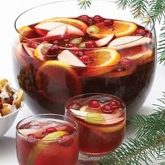 The Food Explorer's Favorite Alcoholic & Non-Alcoholic Christmas Punch Recipes: Cranberry Christmas Punch from Food and Beverage Mixed Drinks, Fun Drinks, Yummy Drinks, Beverages, Party Drinks, Holiday Punch, Christmas Punch, Christmas Holidays, Winter Holiday