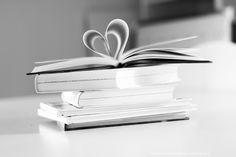 #books #böcker #heart #stilleben #bw #blackandwhite #blackandwhitephotography #svartvitt #photography #foto