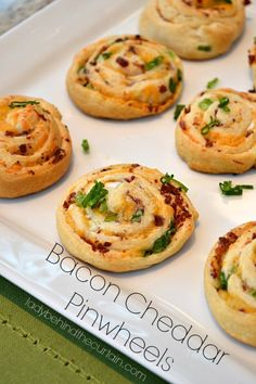 Cheddar Pinwheels With only 5 ingredients Bacon Cheddar Pinwheels are easy to make and a real crowd pleaser.With only 5 ingredients Bacon Cheddar Pinwheels are easy to make and a real crowd pleaser. Finger Food Appetizers, Appetizer Recipes, Party Recipes, Bacon Recipes, Cooking Recipes, Kraft Recipes, Casserole Recipes, Rock Recipes, Hamburger Casserole