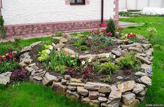Chcete v záhrade skalku? 35 prekrásnych nápadov, ktoré určite oceníte! Front Yard Garden Design, Rock Garden Design, Garden Yard Ideas, Kraut, Stepping Stones, Decoration, Home And Garden, Outdoor Decor, Plants