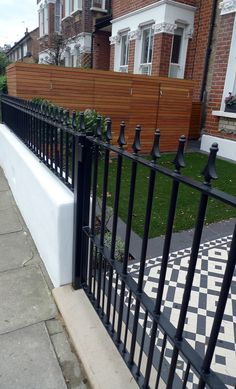 Wrought gate rail black and white Victorian Mosaic London Battersea Fulham Clapham Victorian Front Garden, Victorian Terrace, Victorian Hallway, Garden Wall Designs, Garden Design, Patio Garden Ideas On A Budget, Iron Gates Driveway, Gate Wall Design, Tiles London
