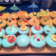 Got this idea from a few pins from others Pool Cupcakes, Tiki Party, Vanilla Cupcakes, Luau, 3rd Birthday, Parties, Holidays, Desserts, Food
