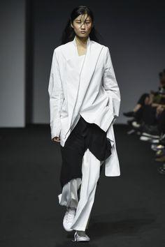 Moohong | Ready-to-Wear Spring 2017 | Look 3