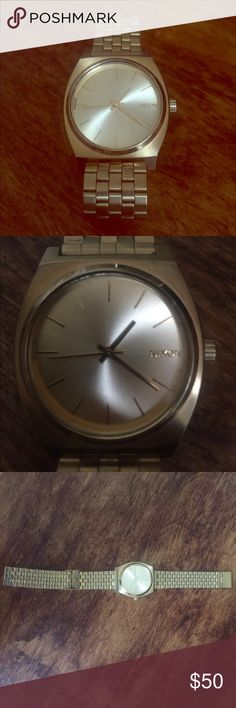 Women's Nixon faux gold band watch Works, but needs battery and repair. The 11 o'clock marker has came unglued and is loose in the watch face. You may even try returning this to the brand. Otherwise in good condition with just some wear on the inside of the band. Wears nicely, fully adjustable and niece weight…