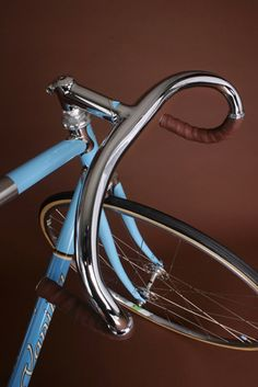 ideas-about-nothing:  Vintage style fixie bike    Follow http://thevintagologist.tumblr.com/ : more than 10.000 posts of vintage lifestyle, design, fashion, art, cars, architecture, music and stuffs.