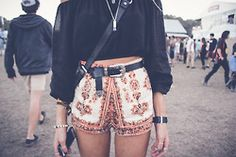 OUTFIT: patterned shorts, black top, thick black belt