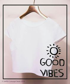#white #croptop @sapioconceptstore www.sapiostore.ro Stylish Outfits, Personal Style, Feminine, Glamour, Crop Tops, Elegant, Clothing, How To Make, Women