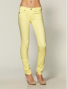 JCP has a pair like this right now for $20 & I want them bad but have no idea what size to get. The downside to being preggers. It's hard to but cute Yellow Jeans when you don't know what size you'll be.