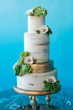 Industrial Gold Marble | Marble Wedding Cakes for a Modern Bride. I am obsessed with these marble wedding cakes. They have been having a moment for a while and brides are thrilled to have a marbled wedding cake for their big day. These outstanding cakes come in just about any shade you like. Check out these insanely beautiful marble wedding cake ideas perfect for the modern bride! #weddings #weddingcakes #marblecakes