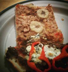 Normaalipizzan ohella värkkäiltiin myös banaani-tonnikalapizzaa. En olisi arvannut että toimii.  #pizza