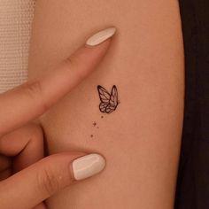 Im Fine Tattoo, Fine Line Tattoos, Bts Tattoos, Mini Tattoos, Tatoos, Dainty Tattoos, Small Tattoos, Tiny Butterfly Tattoo, Borboleta Tattoo