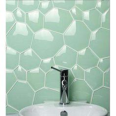 Le carrelage bulle pour décorer un mur de salle-de-bains de façon originale