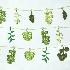52 Handmade Crochet Garland Free Pattern Today we have brought to you these 52 DIY crochet free garland patterns to have the coziest decor of regular or occasional kind. Made out of the lovely c Crochet Leaves, Crochet Motifs, Crochet Flower Patterns, Thread Crochet, Crochet Flowers, Crochet Stitches, Crochet Leaf Free Pattern, Crochet Home, Love Crochet