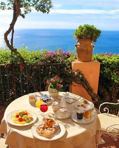 In tour con @imperatoretravel #Colazione fantastica al @sandomenicopalacehotel in #Taormina #Sicilia #Sicily  Photo by: @italian_places