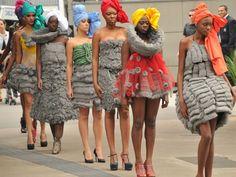 Modelos negras desfilam na Avenida Paulista (Foto: J. Duran Machfee / Futura Press/ Estadão Conteúdo )