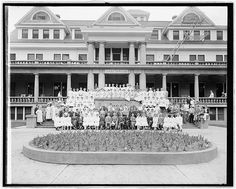 Washington Sanitarium, [Takoma Park, Maryland], nurses & employees group