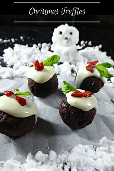 Using Christmas pudding, spiced rum and chocolate to make these scrumptious truffles that are perfect at Christmas. Using both dark and white chocolate plus goji berries and mint leaves to decorate. Christmas Truffles, Christmas Pudding, Spiced Rum, Homemade Christmas Gifts, Original Recipe, Cheesecake, Favorite Recipes, Treats, White Chocolate