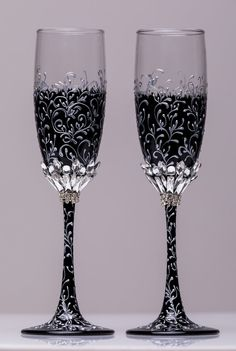 Wedding silver glasses Champagne flutes Silver wedding toasting glasses silver Flutes Silver wedding toasting flutes Set of 2 Silver flutes For these glasses color: silver and black All completely handmade! MEASUREMENTS: -Champagne flutes : Height - 9 inch (22 sm). Volume – 170ml (6.1 oz) Custom champagne glasses may be created to fit your needs. Your unique wedding colors can be used for this design. Names and date may be painted to customize to your occasion. Customizations are included…