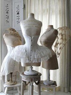 Shabby Chic corsets and antique mannequins Lingerie Vintage, Corset Vintage, Vintage Mannequin, Dress Form Mannequin, Victorian Corset, Victorian Era, Mannequin Display, Victorian Dresses, Edwardian Era