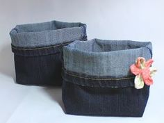 Upcycling: How do you feel about old jeans?- Upcycling: Wie du dir aus einer alten Jeanshose ganz einfach einen kleinen Jeans… Upcycling: How to sew a jeans jeans utensil out of an old jeans Trousers Recently, my mum asked me … - Diy Jeans, Sewing Jeans, Next Jeans, Love Jeans, Easy Yarn Crafts, Upcycled Crafts, Sewing Courses, Jeans Button, Free Sewing