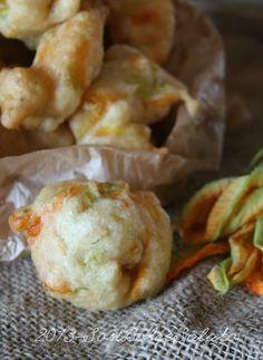 pizzelle di sciurilli / fried zucchini flowers