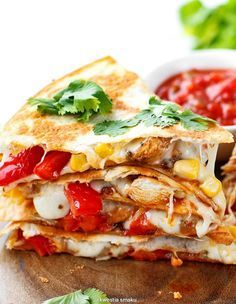 Quesadilla z kurczakiem i warzywami Quick Recipes, Vegan Recipes, Cooking Recipes, Mexican Food Recipes, Dinner Recipes, Ethnic Recipes, Quesadilla, Salty Foods, Fast Dinners