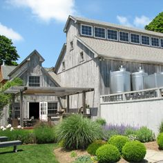 Hotel: Shinn Estate Vineyards and Farmhouse, North Fork Long Island - Shinn Estate Farmhouse in Mattituck offers an unparalleled winery experience, complete with vineyard views, captivating wines and gourmet breakfasts prepared by multitalented owner/chef/winemaker David Page.