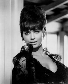 Suzanne Pleshette - Suzanne Pleshette was an American actress and voice actress. Hollywood Actor, Golden Age Of Hollywood, Vintage Hollywood, Hollywood Stars, Hollywood Actresses, Classic Hollywood, Actors & Actresses, Suzanne Pleshette, Sherry Jackson