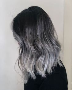 Haare Regrow Hair Naturally It is not impossible to regrow hair naturally. From among the bursting s Grey Hair Wig, Balayage Hair Grey, Grey Blonde Hair, Black And Grey Hair, Ash Grey Hair, Blonde Brunette, Hair Color Ideas For Black Hair, Black Grey Ombre, Ombre Brown