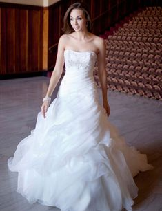 Fashionable strapless empire waist organza wedding dress