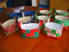 Sewing Fabric baskets made with Pink Penguins tutorial. Great gift to make for friends and family at Christmas or other special occasions! Christmas Crafts For Gifts For Adults, Easter Crafts For Toddlers, Last Minute Christmas Gifts, Christmas Gift Baskets, Christmas Ideas, Xmas Gifts, Christmas Ornaments, Easter Gift Bags, Sewing To Sell