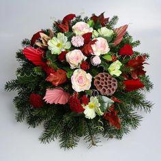 Aranžmán, ktorý má živý čečinový základ, umelé kvety a sušiny. Základný priemer je 50cm Floral Wreath, Wreaths, Home Decor, Floral Crown, Decoration Home, Door Wreaths, Room Decor, Deco Mesh Wreaths, Home Interior Design