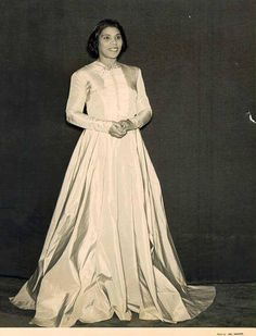 Date and photographer unknown Constitution Hall, Marian Anderson, Opera Singers, Human Rights, African, Black, Dresses, Style, Fashion
