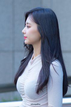 TWICE Tzuyu Causes Nosebleed with Her Voluminous Figure! Korean Beauty, Asian Beauty, Twice Tzuyu, Japan Girl, Brunette Girl, Beautiful Asian Women, Sexy Asian Girls, Dahyun, Nayeon