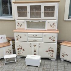 Shabby Chic Furniture, Credenza, China Cabinet, Decoration, Diy And Crafts, Sweet Home, Kitchen Cabinets, Living Room, Retro