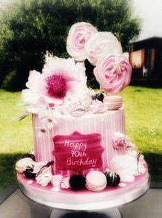 Pretty, hot pink drip cake with meringue lollipops, macarons, cake truffles, meringue kisses and sugar flowers Meringue Kisses, Cake Truffles, Drip Cakes, Sugar Flowers, Lollipops, Macarons, Hot Pink, Birthday Cake, Joy