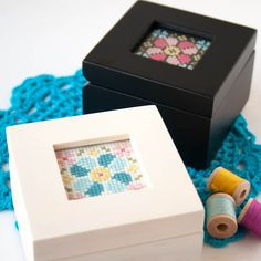 A super easy (and quick!) modern cross stitch kit. This pattern is great for beginners and the kit comes with everything you need!