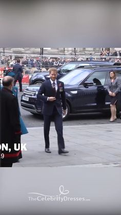 Kate Middleton Blue Outfits With Sleeves Anzac Day Service 2019 Kate Middleton Skirt, Kate Middleton Wedding Dress, Kate Middleton Outfits, Kate Middleton Style, Princess Katherine, Princess Kate, Celebrity Names, Celebrity Dresses, Duchess Kate