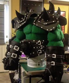World of warcraft orc cosplays pinterest warcraft orc cosplay feast your eyeballs on this amazing life size warcraft orc cosplay cosplay armorcosplay diycosplay solutioingenieria Choice Image