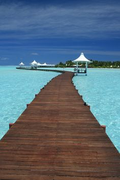 The beauty of the Maldives island that you must visit - Maldives tourism is famous for the natural beauty that each island has. Making Maldives as a tourist Maldives Voyage, Maldives Resort, Maldives Beach, Maldives Islands, Mauritius, Vacation Destinations, Dream Vacations, Vacation Spots, Visit Maldives