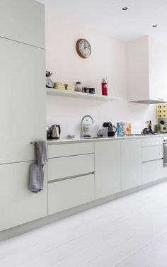 3 Simple Improvement Ideas For Your Kitchen Space – Home Dcorz Dining Room Design, Interior Design Living Room, Kitchen Interior, Kitchen Decor, Modern Outdoor Kitchen, Scandinavian Kitchen, Kitchen Worktop, Cuisines Design, Kitchen Layout