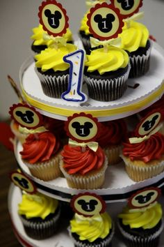 Cupcakes - Mickey Mouse cupcake designs. SUPER FRIGGIN COOL!!!  Find more cupcake shops at cupcake maps.com http://www.cupcakemaps.com