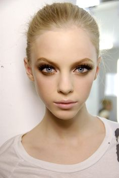 ♥ smoky eye and nude lip. Perfect for day if u use browns then layer black for night. *Angela* #PFBeautyBuzz