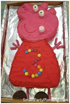 Perfect for a Peppa Pig theme party #PeppaPigCake